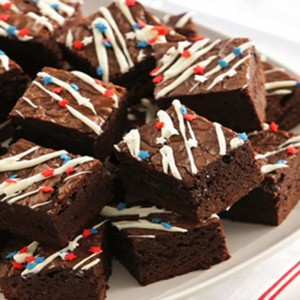 yt-1514-How-to-make-brownie-pizza-and-decorate-brownies